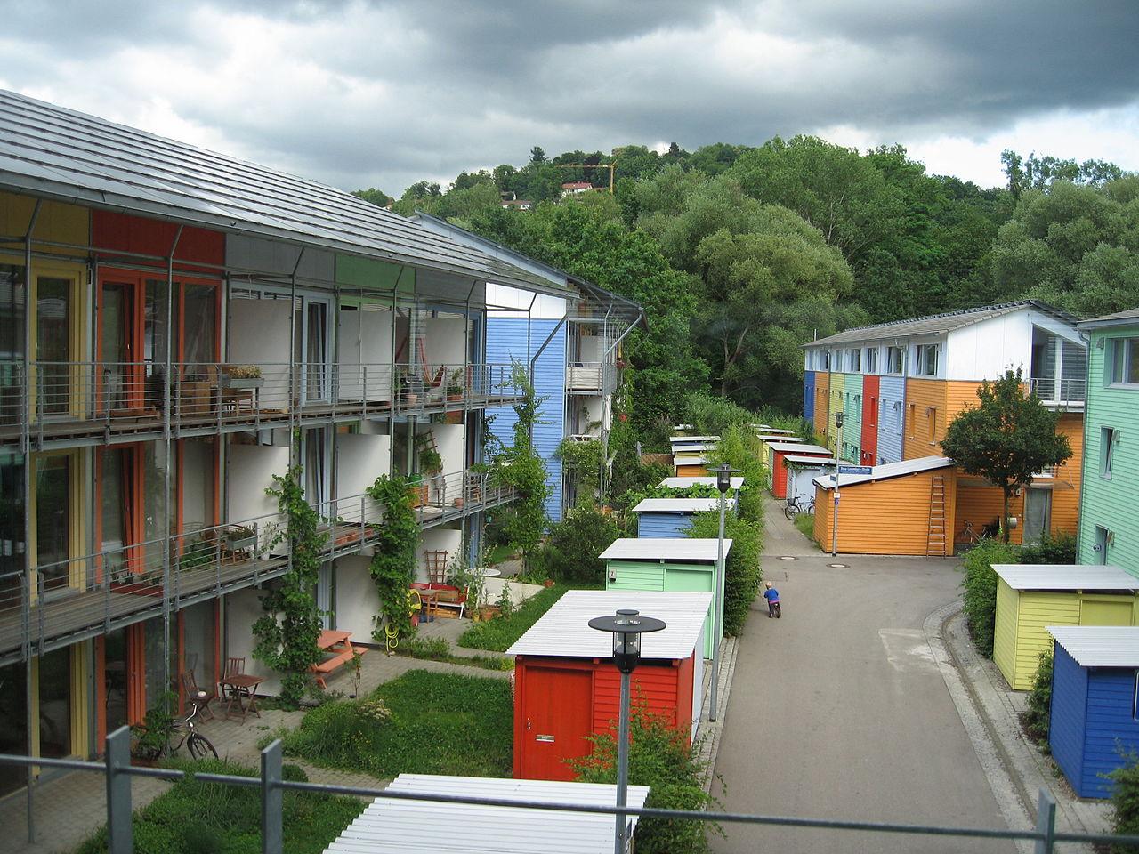 https://commons.wikimedia.org/wiki/File:%C3%89coquartier_vauban_freibourg1.JPG?uselang=de